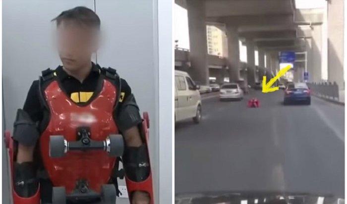 ВКитае «супергерой» всамодельном электрокостюме проехался пооживленному шоссе (Видео)