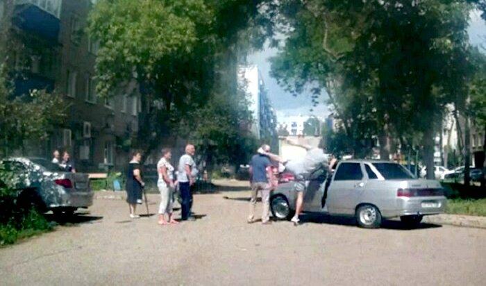 Избиение пенсионера молодым автомобилистом вСтерлитамаке попало навидео