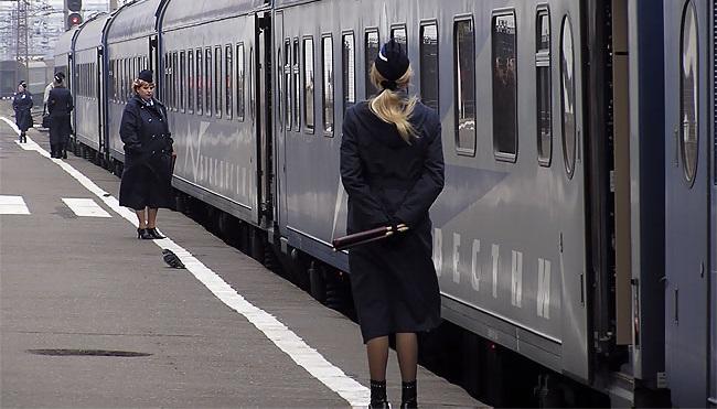 Проводница поезда, повине которой сломала ногу провожающая, заплатит штраф 100 000рублей