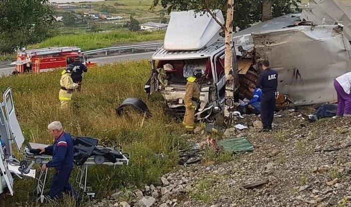 Два человека пострадали вДТП сфурой Hino Ranger вКултуке (Видео)