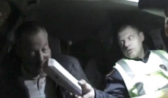 Уволенный из-за «пьяного судьи» иркутский инспектор ДПС обратился вВерховный суд