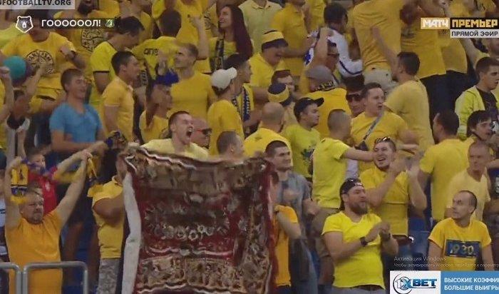 Болельщик сковром подарил ростовским футболистам новый талисман