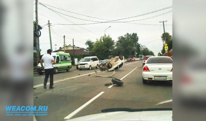 Авария наБаррикад вИркутске: Mazda Demio столкнулась сбетономешалкой иперевернулась (Видео)