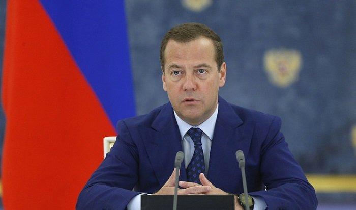 Медведев получил спортивную травму инепроводит публичных мероприятий