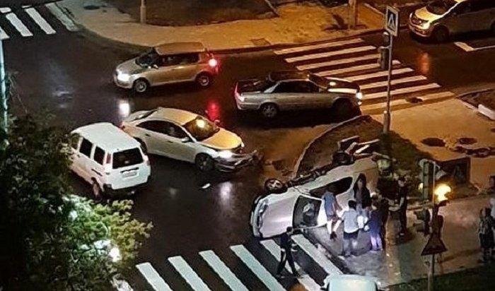 ВИркутске-II столкнулись Chevrolet иToyota Vista (Видео)