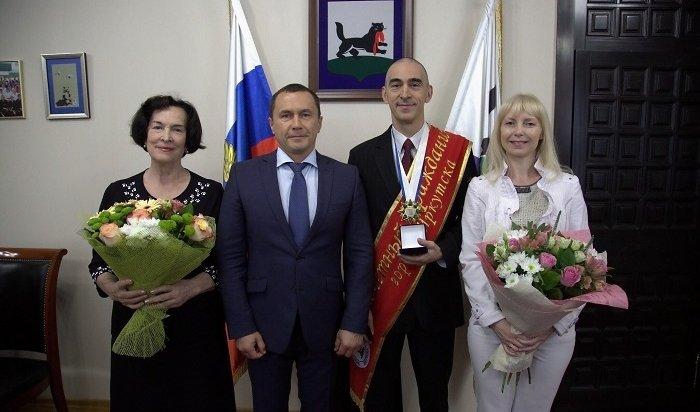 Космонавт Анатолий Иванишин официально стал почетным гражданином Иркутска