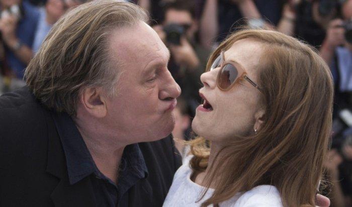 Жерар Депардье обвиняется всексуальных домогательствах