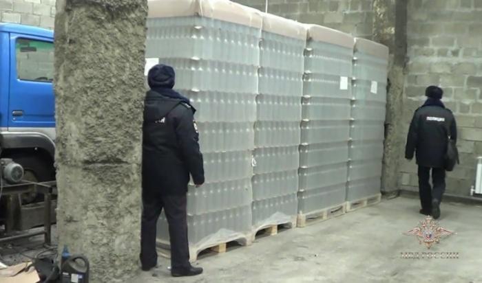 ВИркутске полицейские изъяли 6тонн нелегального алкоголя (Видео)