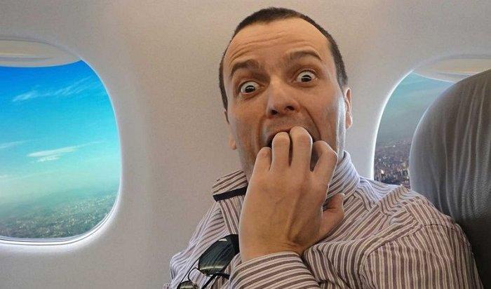ВСША самолет прервал полет из-за жуткого фото, пришедшего нателефоны 15пассажиров