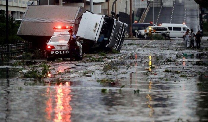 ВЯпонии разбушевался сильнейший ураган, убивший 10человек (Видео)