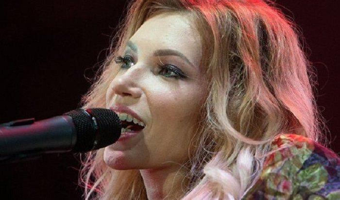 Участница «Евровидения» Юлия Самойлова эмигрирует изРоссии (Видео)