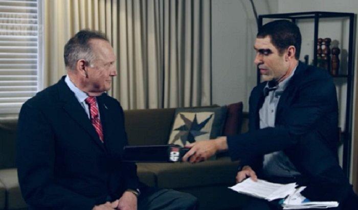 Американский политик подал всуд наактера Сашу Барона Коэна затестирование нанем «детектора педофилов» (Видео)