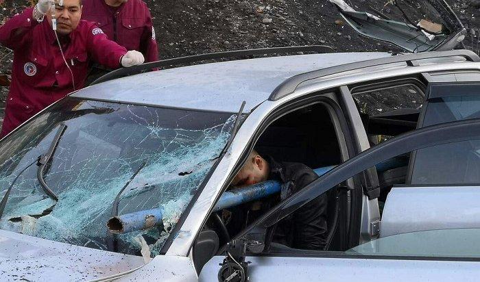 Норильского водителя врезультате ДТП насквозь пронзило металлической трубой