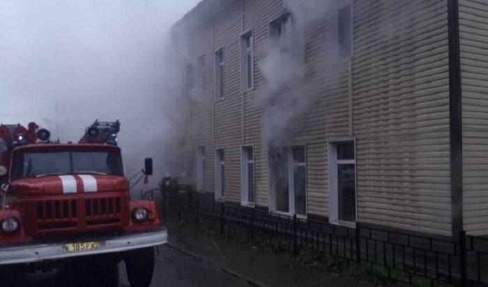 Обесточенное здание администрации горело вБохане (Видео)