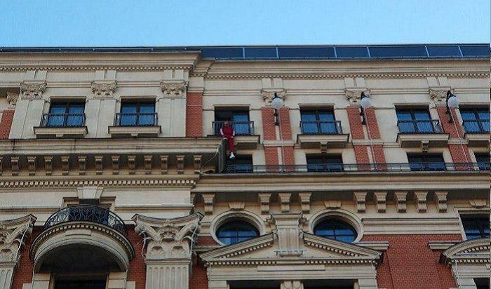 Рэпер Хаски пытался «повеситься» набалконе московского отеля ибыл задержан полицией (Видео)