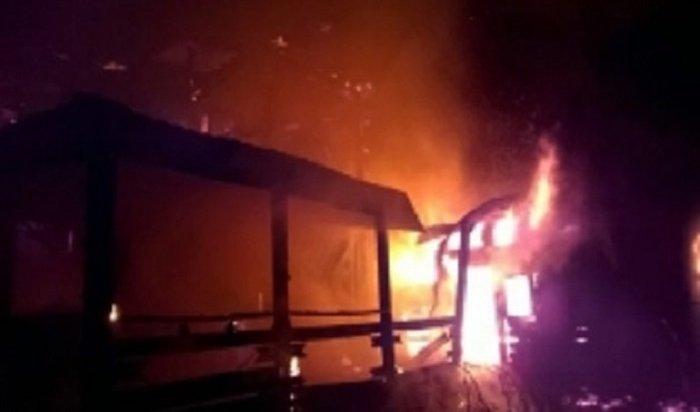 Павильон ритуальных услуг сгорел набульваре Гагарина вИркутске