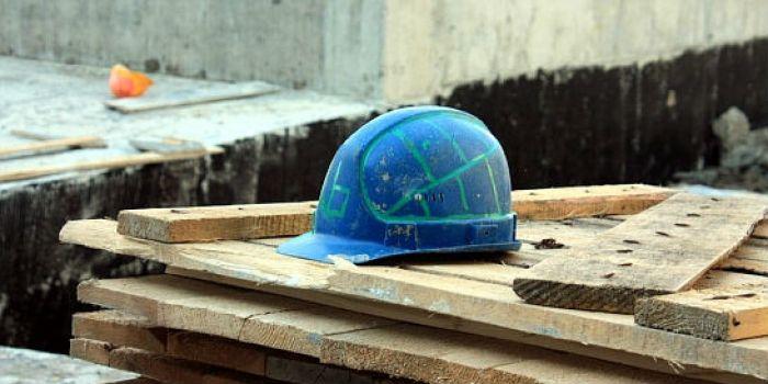 ВШелеховском районе погиб электрогазосварщик, сорвавшись свысоты 12метров