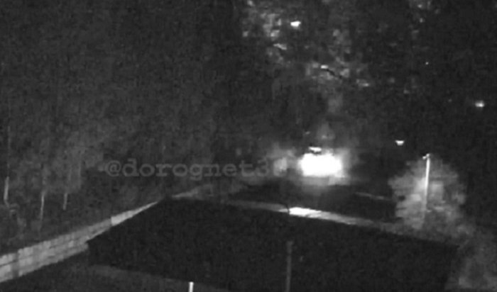 ВУсть-Илимске пьяный угонщик врезался вограждение гимназии (Видео)