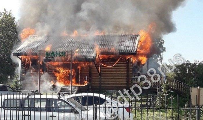 Вспорт-парке «Поляна» вИркутске сгорела баня (Видео)
