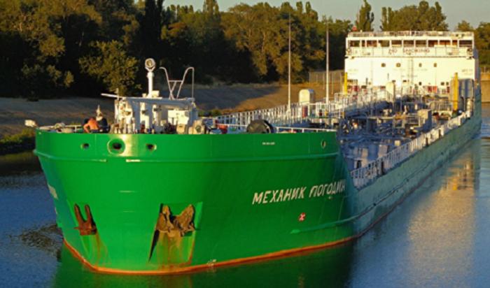 Пьяный украинец налодке «Крым» врезался варестованный танкер «Механик Погодин»