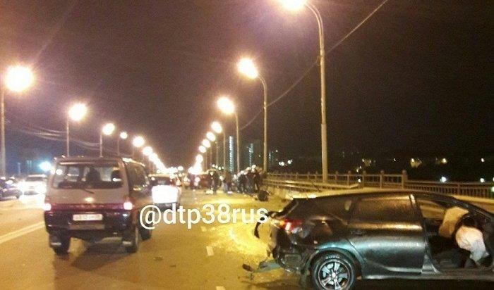 Три человека погибли вДТП наИркутном мосту (Видео)