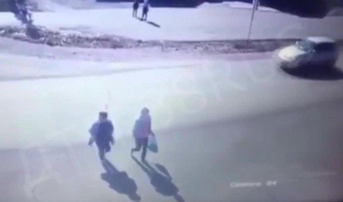 ВЗаларях автоледи сбила двух женщин рядом спешеходным переходом (Видео)