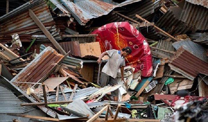 Число жертв землетрясения вИндонезии достигло 420человек (Видео)