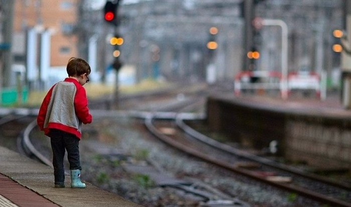 ВБратске двое детей попали под поезд