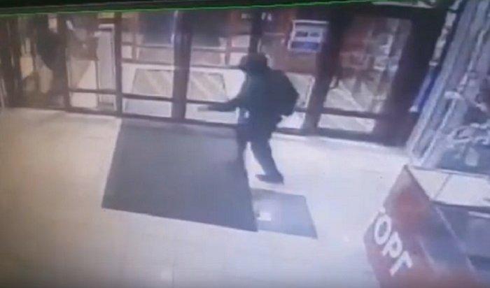 ВБратске изломбарда похитили сейф сзолотом иденьгами (Видео)