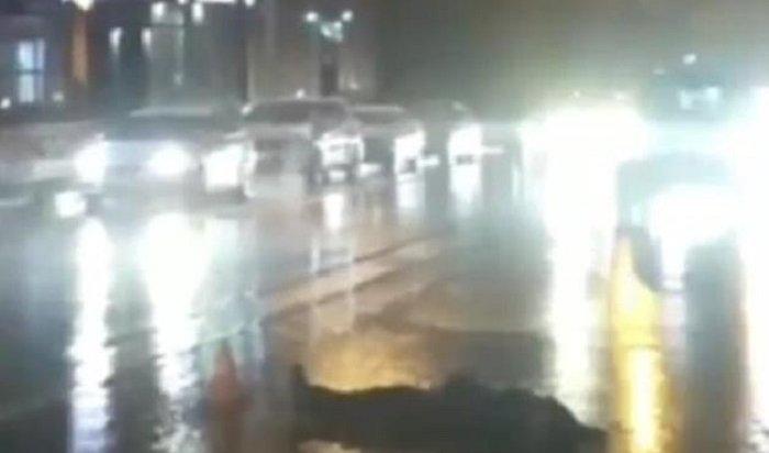 ВИркутске водитель Mitsubishi Pajero сбил насмерть 24-летнего пешехода (Видео)