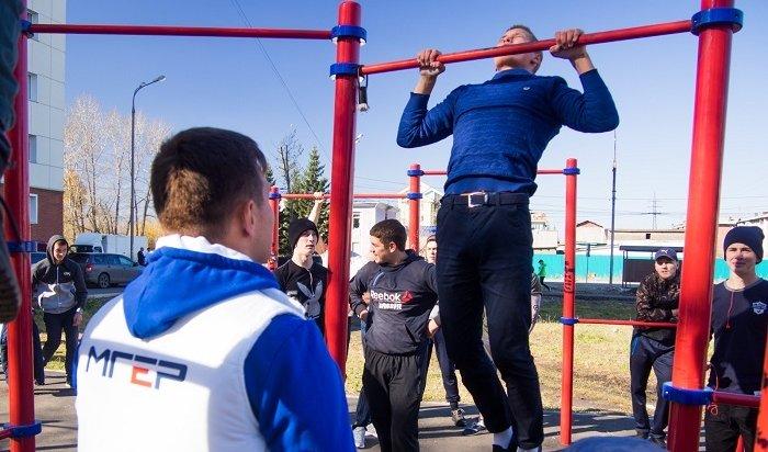 Депутат Алексей Савельев организовал молодежный турнир по подтягиванию в Иркутске