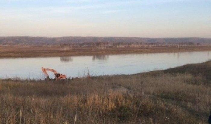 ВУсольском районе спасатели МЧС ликвидируют разлив нефтепродуктов вАнгаре