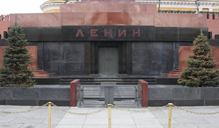 Фото спешащей вмавзолей Ленина бригады скорой помощи рассмешило пользователей Сети