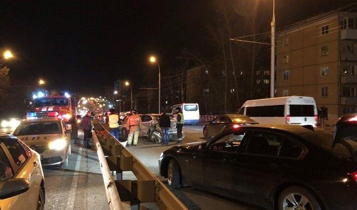 ВИркутске автобус №77столкнулся с8автомобилями (Видео)