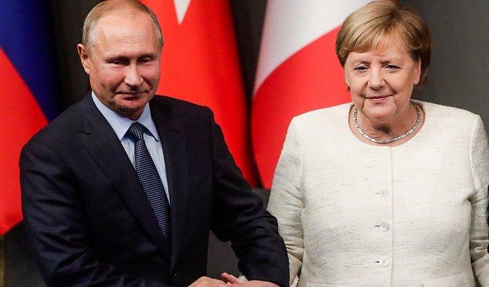 Меркель по-русски пошутила про пальто Путина (Видео)