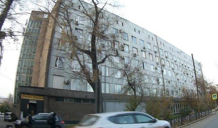 ВИркутске неизвестные забросили дымовую шашку натретий этаж административного здания наулице Российской