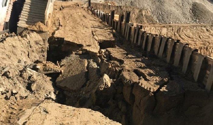 Активисты ОНФ взяли наконтроль точечную застройку наулице 4-й Железнодорожной вИркутске после обвала грунта
