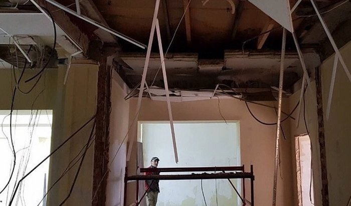 ВАнгарске нарабочего обрушился потолок вздании будущего супермаркета