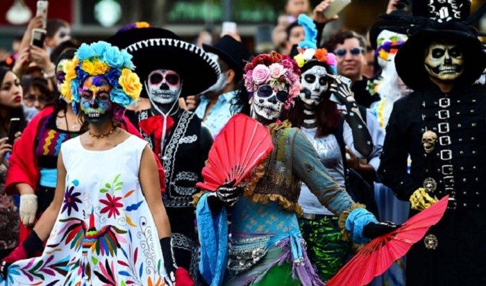 Мексиканский карнавал коДню мертвых посвятили погибшим мигрантам (Видео)