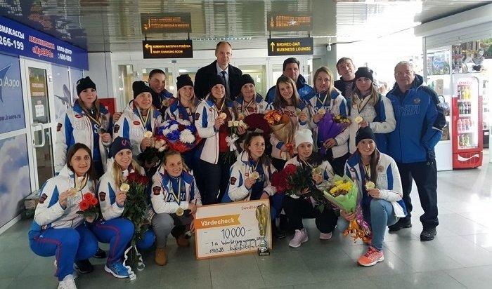 ВИркутск спобедой наКубке мира похоккею смячом вернулась команда «Рекорд»