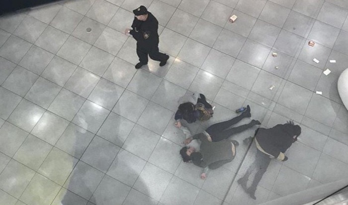 Женщина, упавшая с4этажа встоличном ТЦ«Хорошо», умерла вбольнице (Видео)