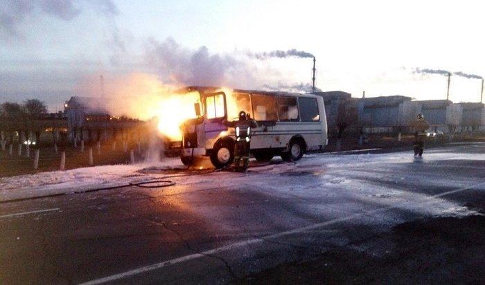 ВБратске находу загорелся пассажирский автобус (Видео)