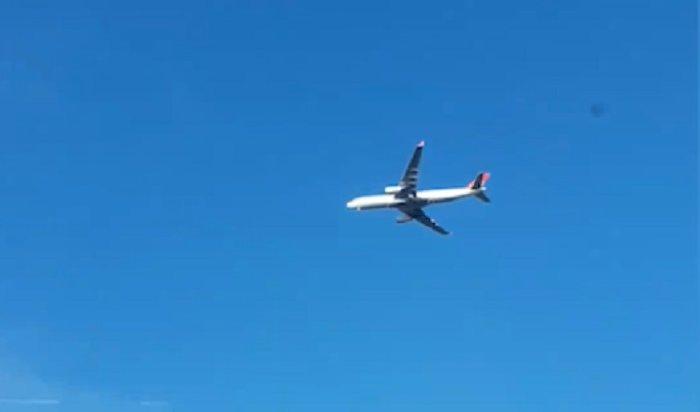Самолет, летевший воВнуково, завис над землей (Видео)