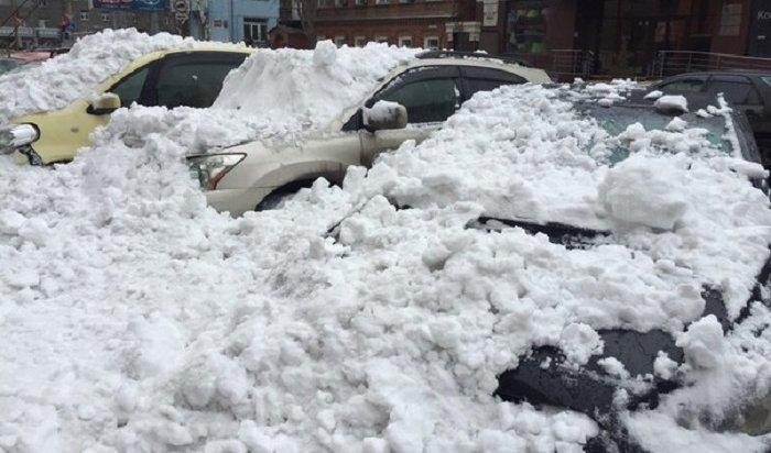 Иркутянка отсудила ууправляющей компании 123тысячи заупавший намашину снег