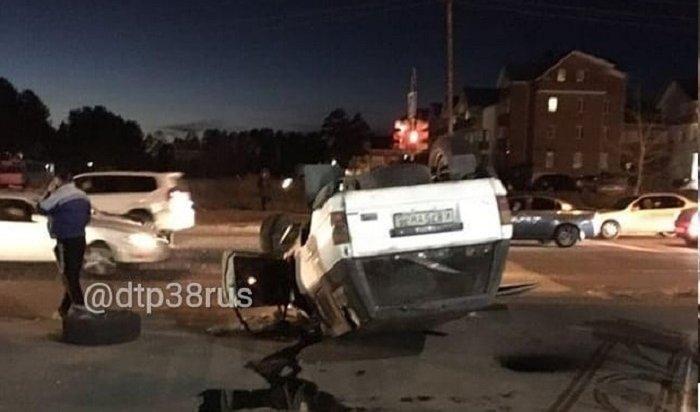 ВАнгарске Toyota Hiluxперевернулась накрышу после столкновения сToyota Duet (Видео)