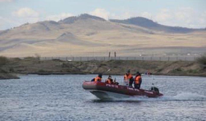 НаБайкале 5часов спасали охотника, терпящего бедствие наводе