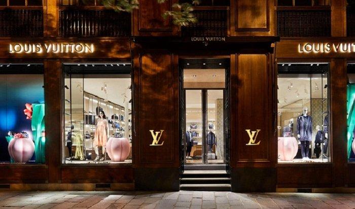 Сотрудники модного дома Louis Vuitton «застряли» вИркутске