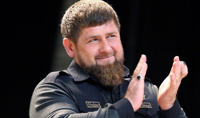 Кадыров вернулся вInstagram cпистолетом