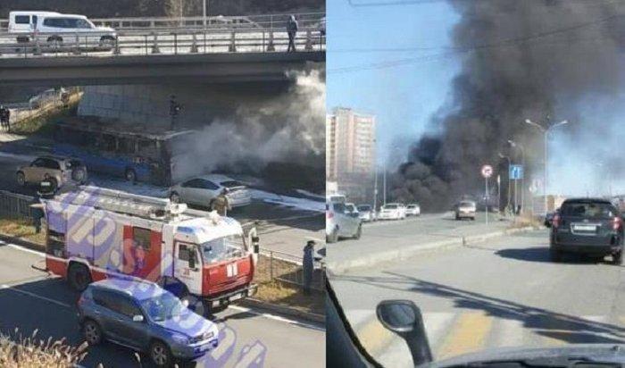 ВоВладивостоке загорелся автобус спассажирами (Видео)