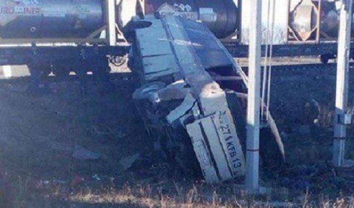 ВСаратовской области пассажирский автобус столкнулся сгрузовым поездом